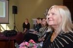 Od prawej: Danuta Grechuta, oraz uczestniczki konferencji - Anna Droń, Karolina Siemiączko, Anna Dziedzic, Martyna Mieczkowska, Daria Brodacka. W głębi dr Anna G. Piotrowska